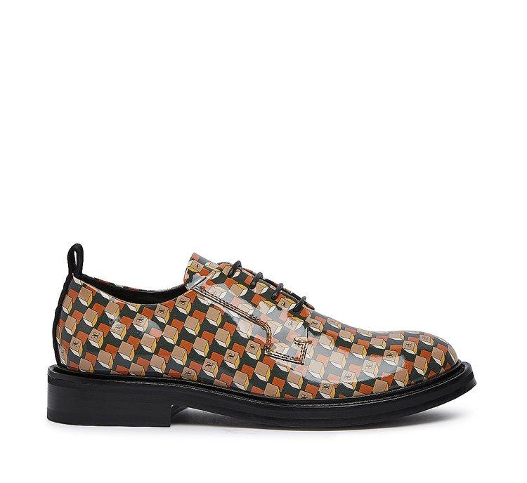Лаковые туфли на шнуровке
