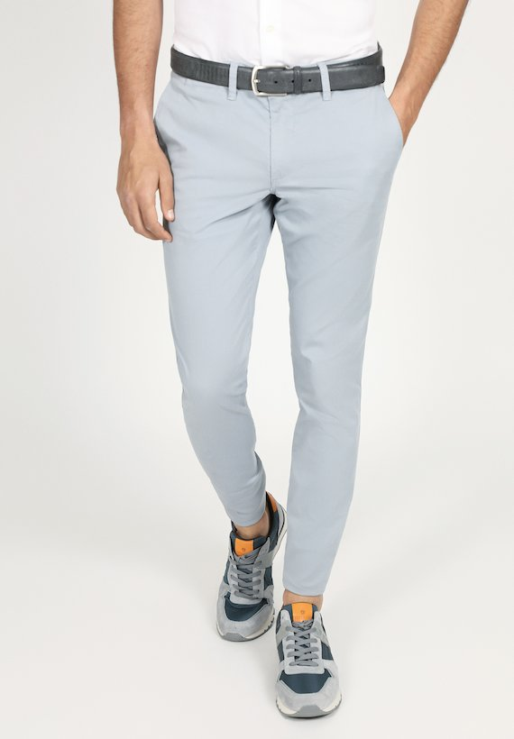 Pantalón chino regular liso