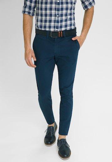 Pantalón chino de corte semi slim estampado