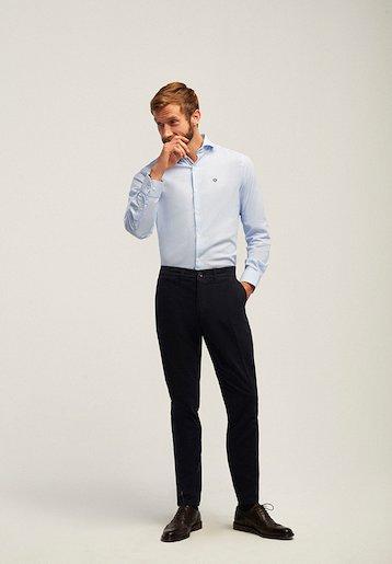Pantalón chino slim fit microestampado