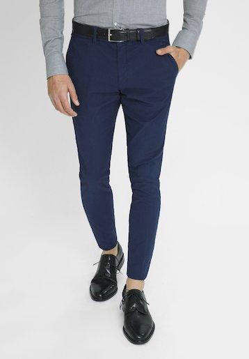 Pantalón chino slim fit de estructura