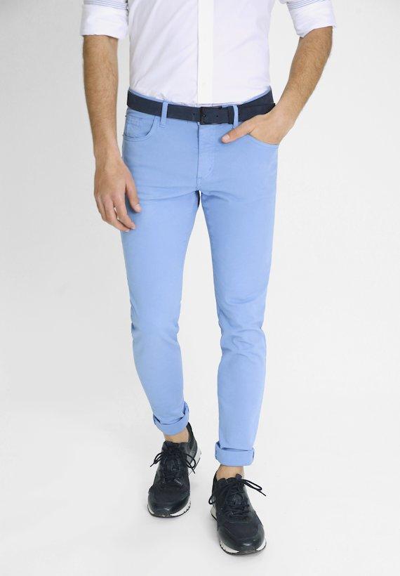 Pantalón 5 bolsillos de corte semi slim tintado