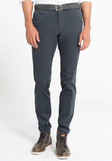 Pantalón chino estampado regular