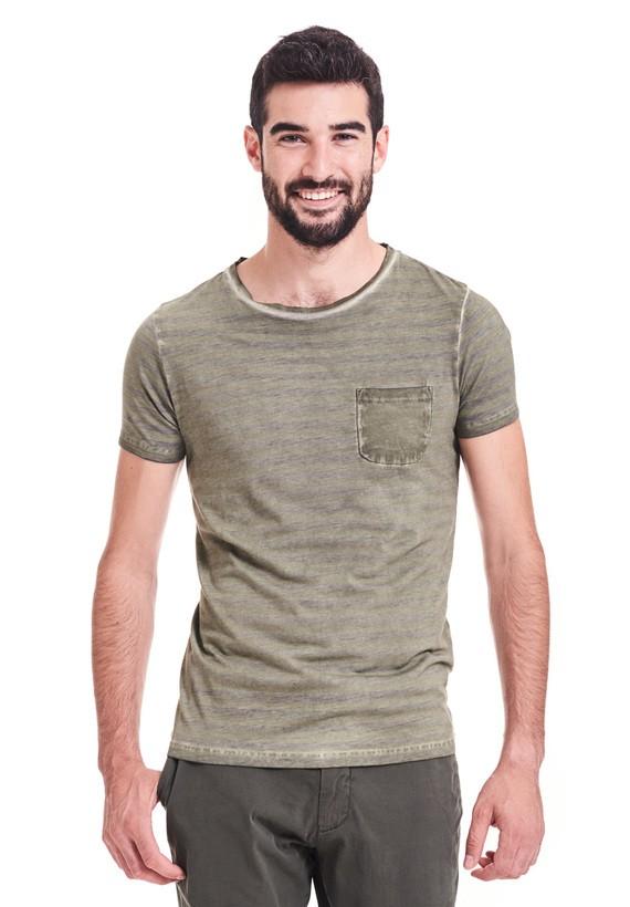Camiseta slim fit de mangas cortas y cuello redondo con bolsillo en el pecho. - Verde Oliva