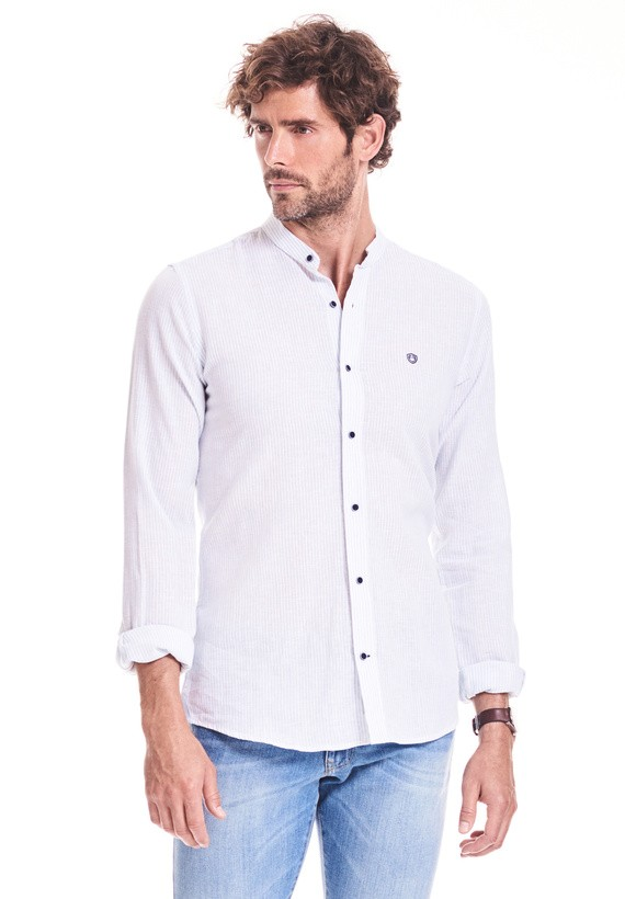 Camisa regular fit con raya y cuello mao