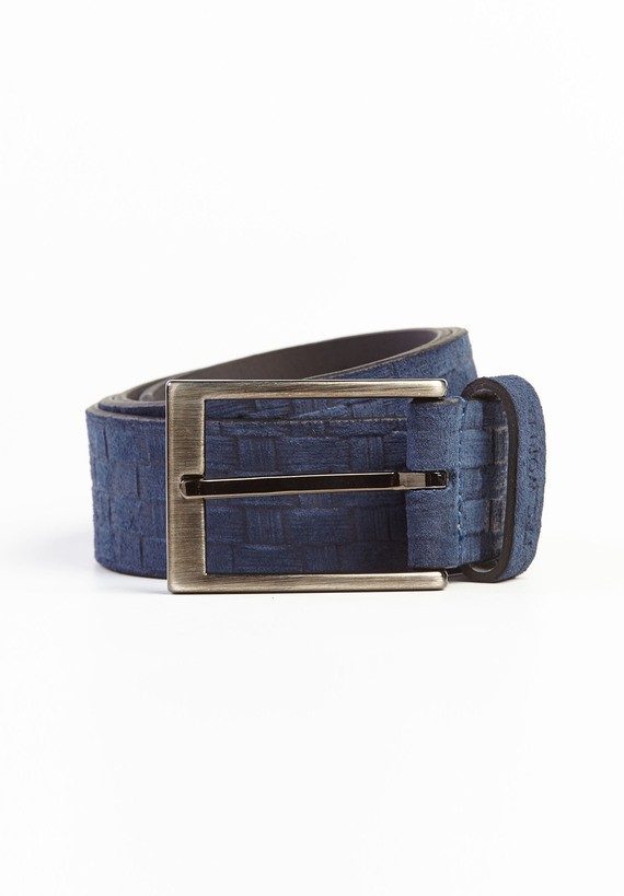 Cinturón en nobuck con dibujo teido rústico.