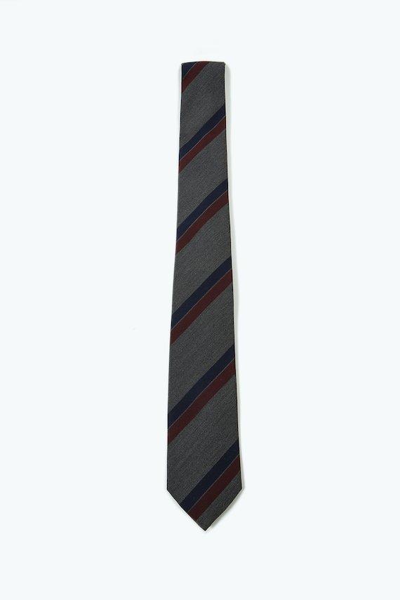 Corbata gris con rayas en dos tonos