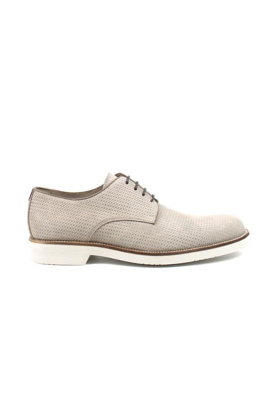 Zapato de serraje con dibujo perforado
