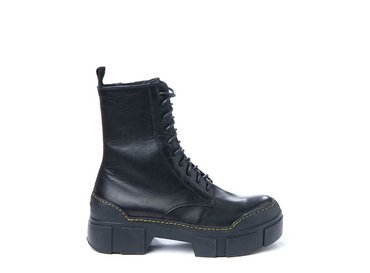 Combat boot with contrasting stitching