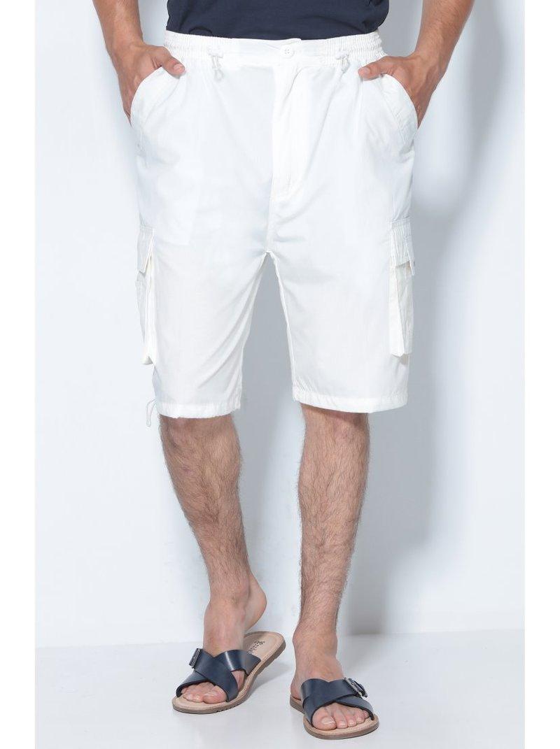 Pantalón bermuda de hombre cargo con diseño multibolsillos