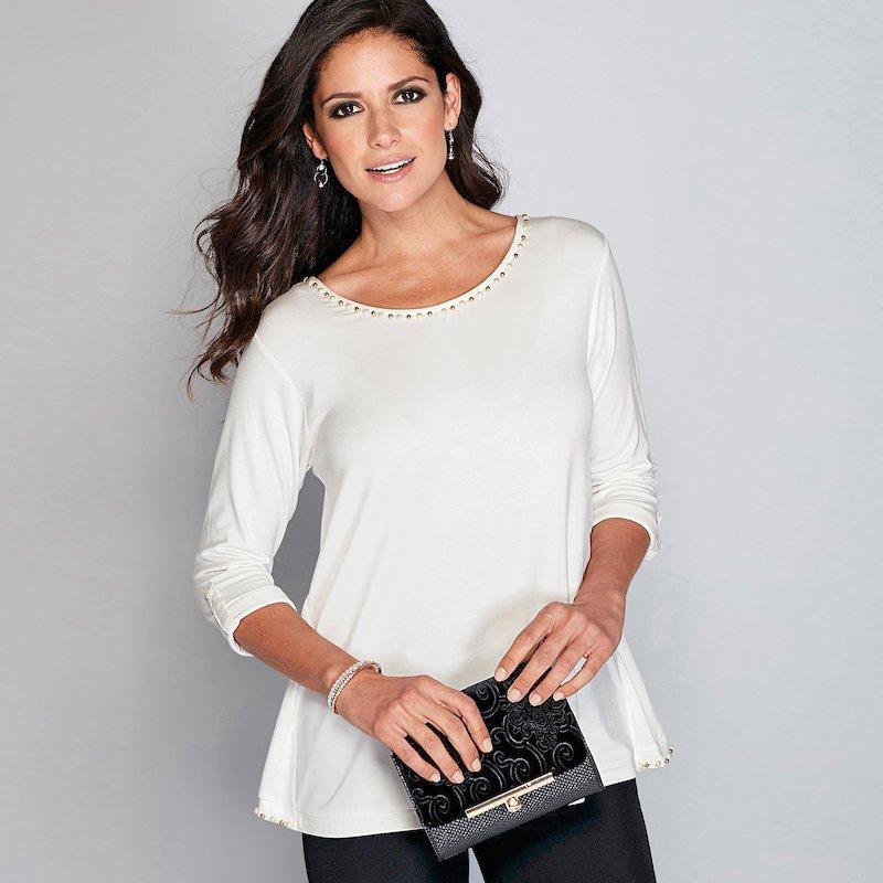 Camiseta con perlas de fantasía en escote y espalda