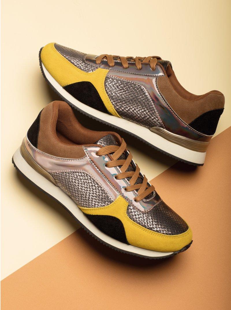 Zapatillas deportivas en combinación de colores y tejidos