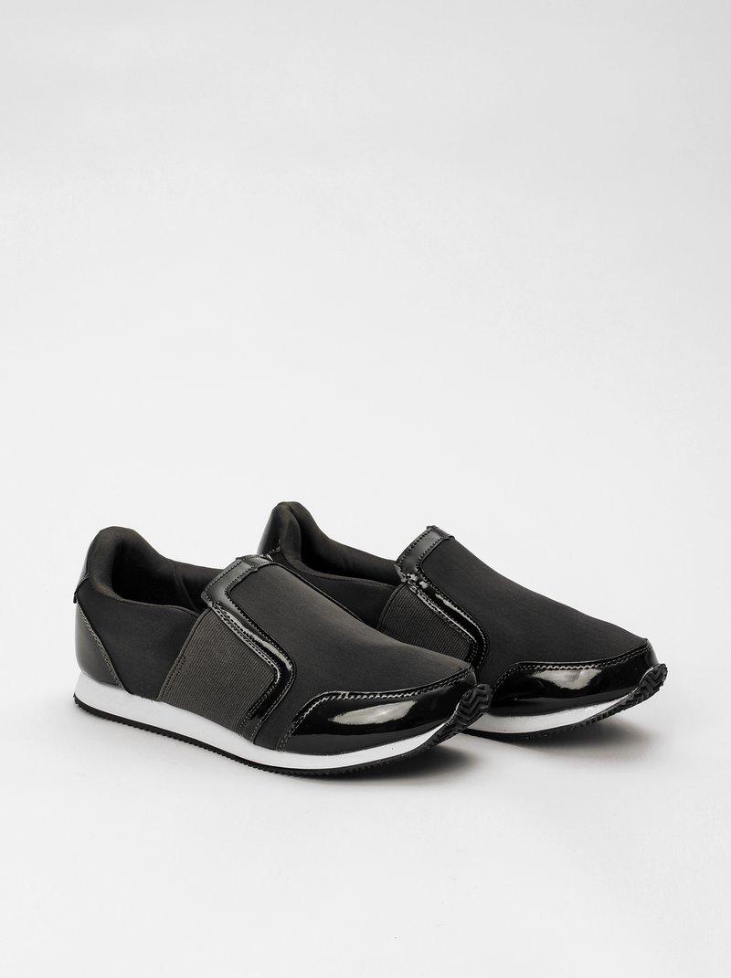 Zapatillas deportivas de neopreno con detalles símil charol