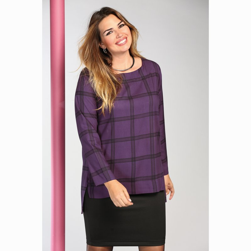 Blusa tejido de cuadros con bajo asimétrico