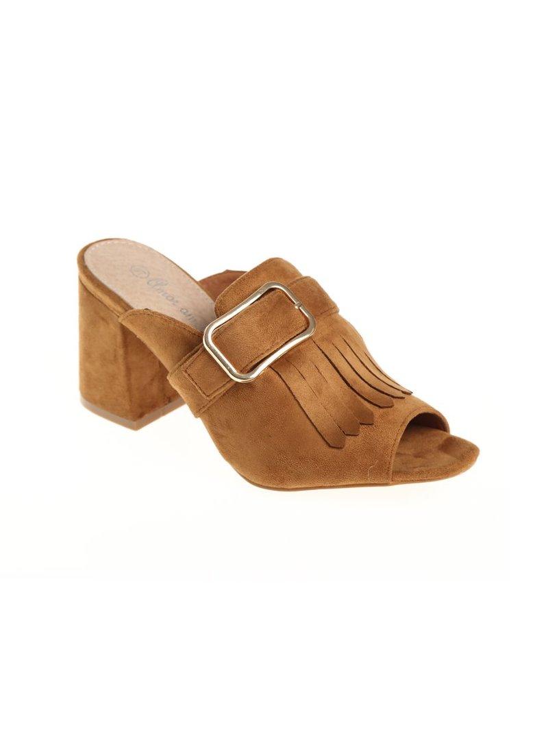 Zapatos puntera y talón descubiertos con flecos