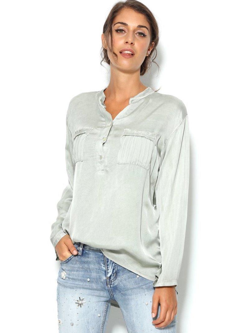 Blusa de raso mujer con bolsillos plisados