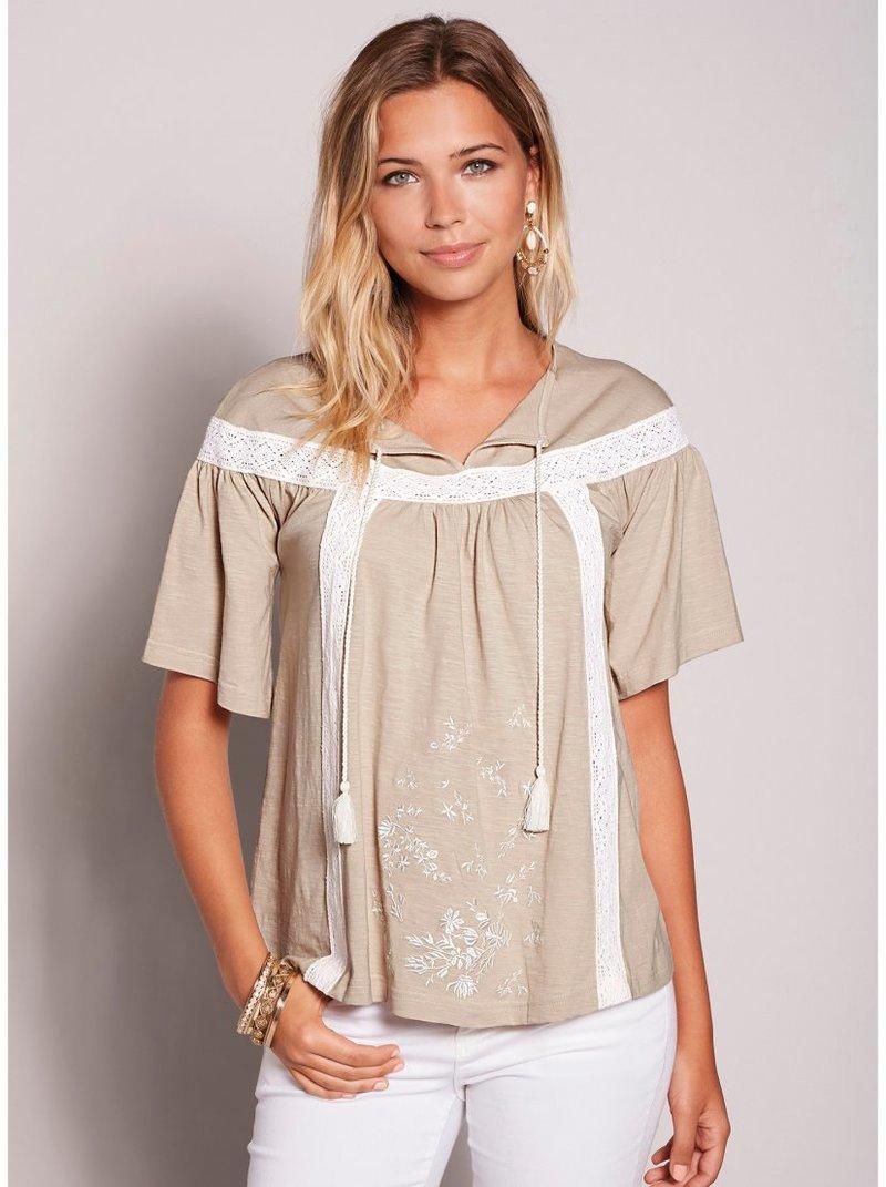 Camiseta caftán manga corta con guipur y bordado