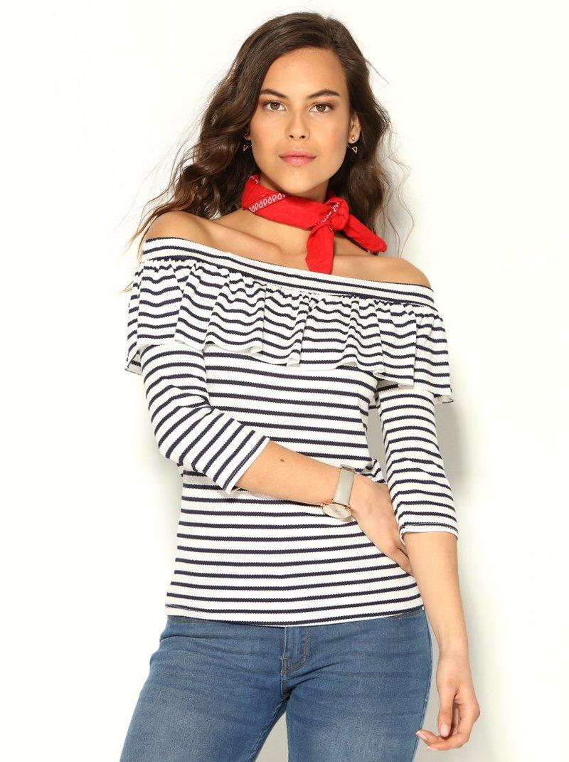Camiseta de rayas con escote barco y volante