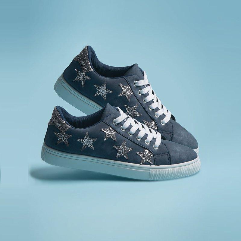 Zapatillas deportivas símil piel con estrellas