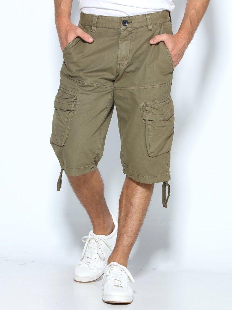 Pantalón bermuda de hombre con multibolsillos cargo con sola