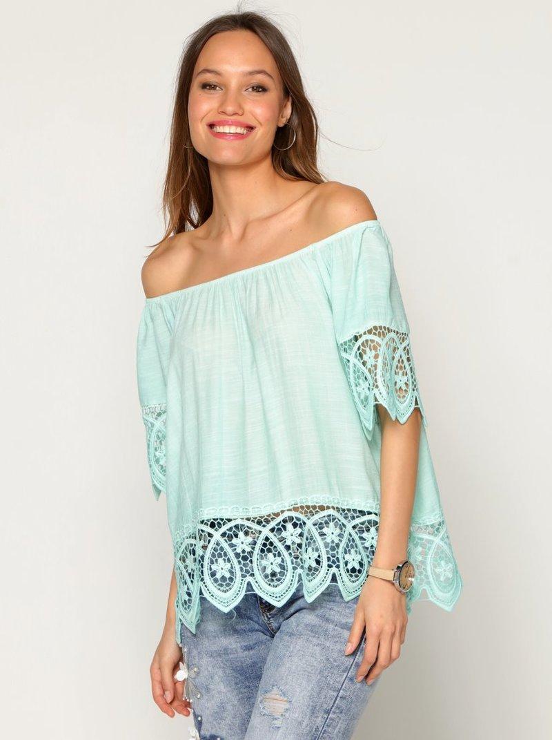 Blusa amplia de escote elástico con guipur