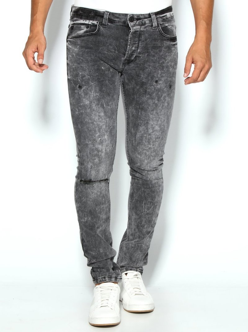 Pantalón vaquero detalles desgastados