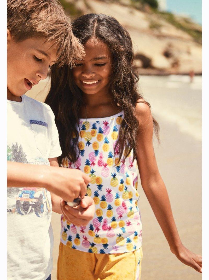 Camiseta niña con estampado colorido