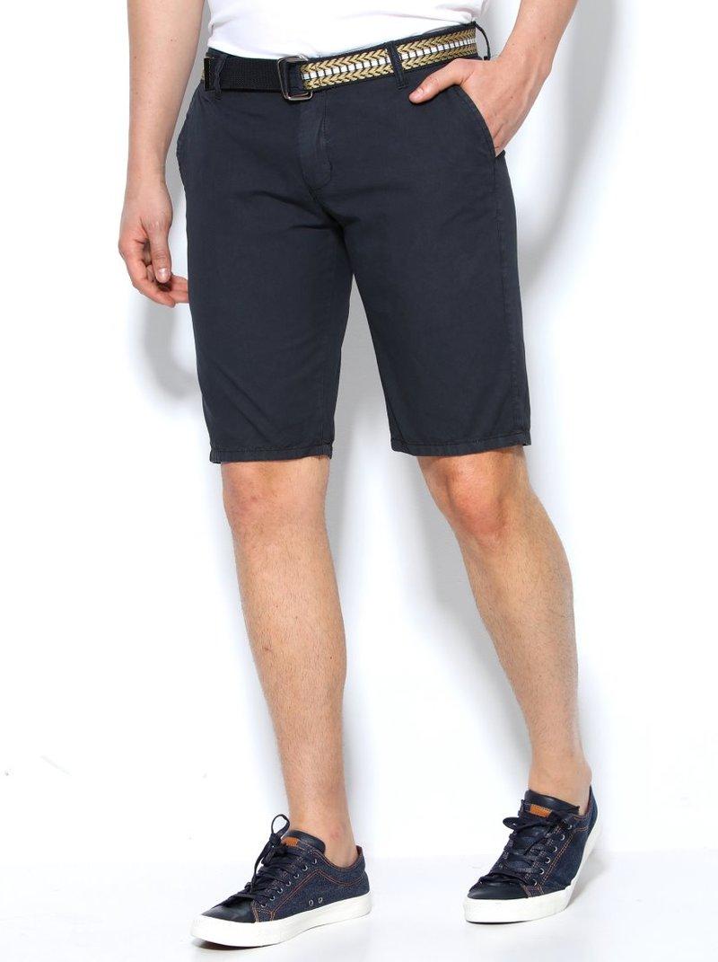 Pantalón bermuda hombre con pinzas y cinturón