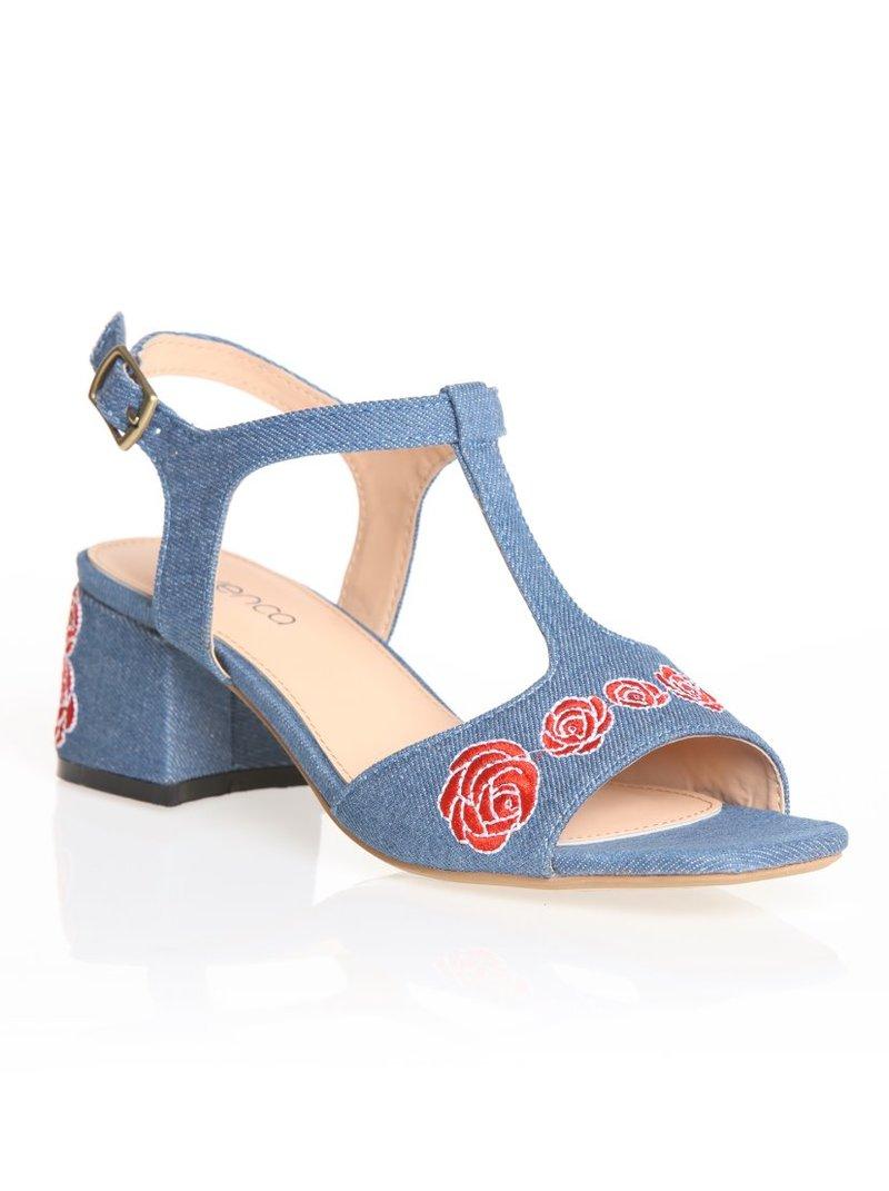 Sandalias bordadas con tacón cuadrado forrado