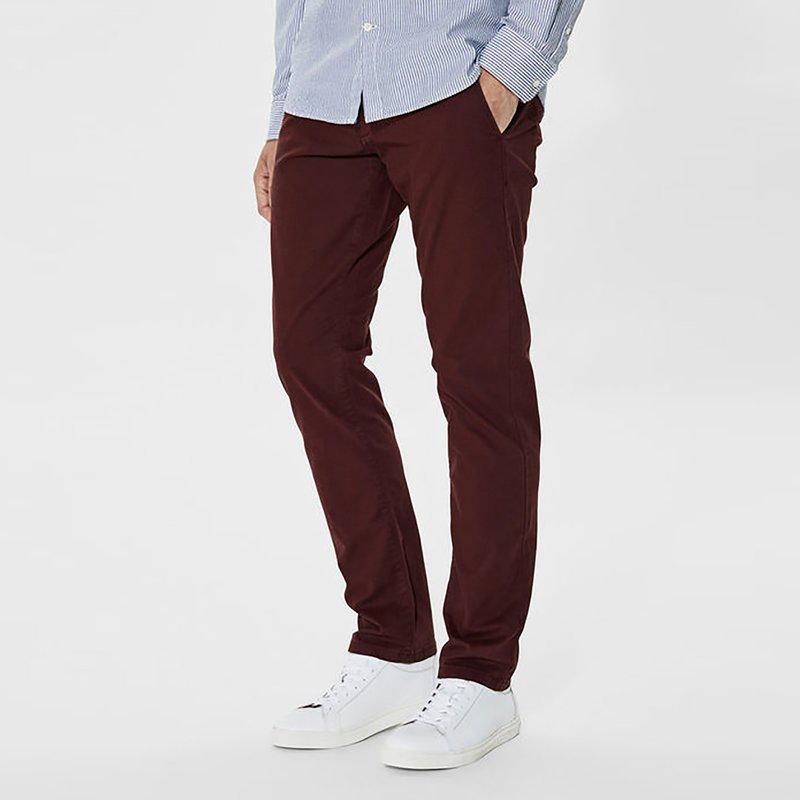 Pantalón largo tipo chino de hombre