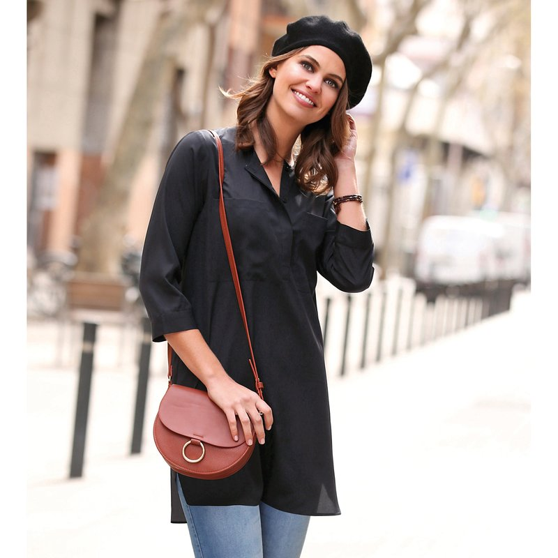 Blusa túnica de corte asimétrico con cinturón
