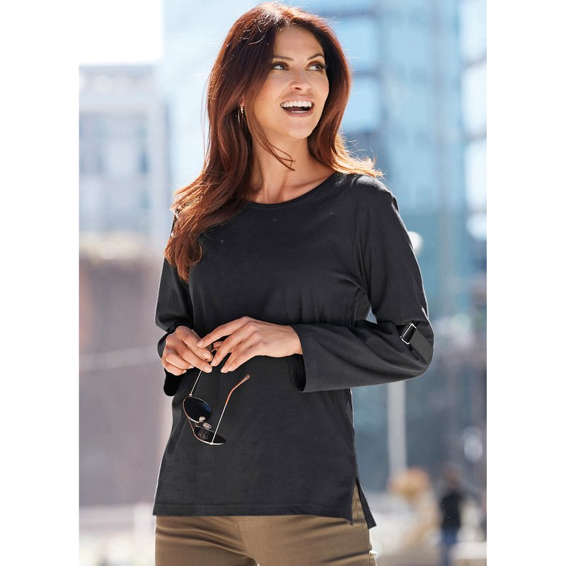 Camiseta con cinchas ajustables en las mangas