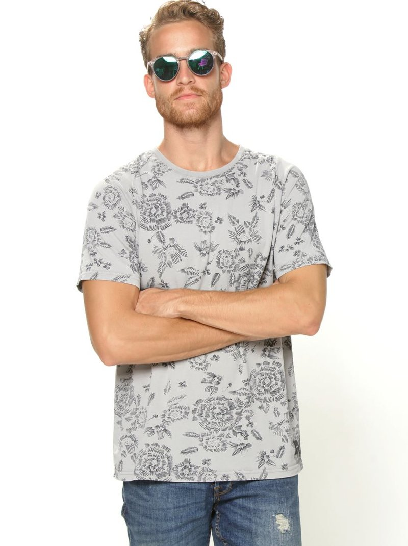 Camiseta manga corta estampada flores