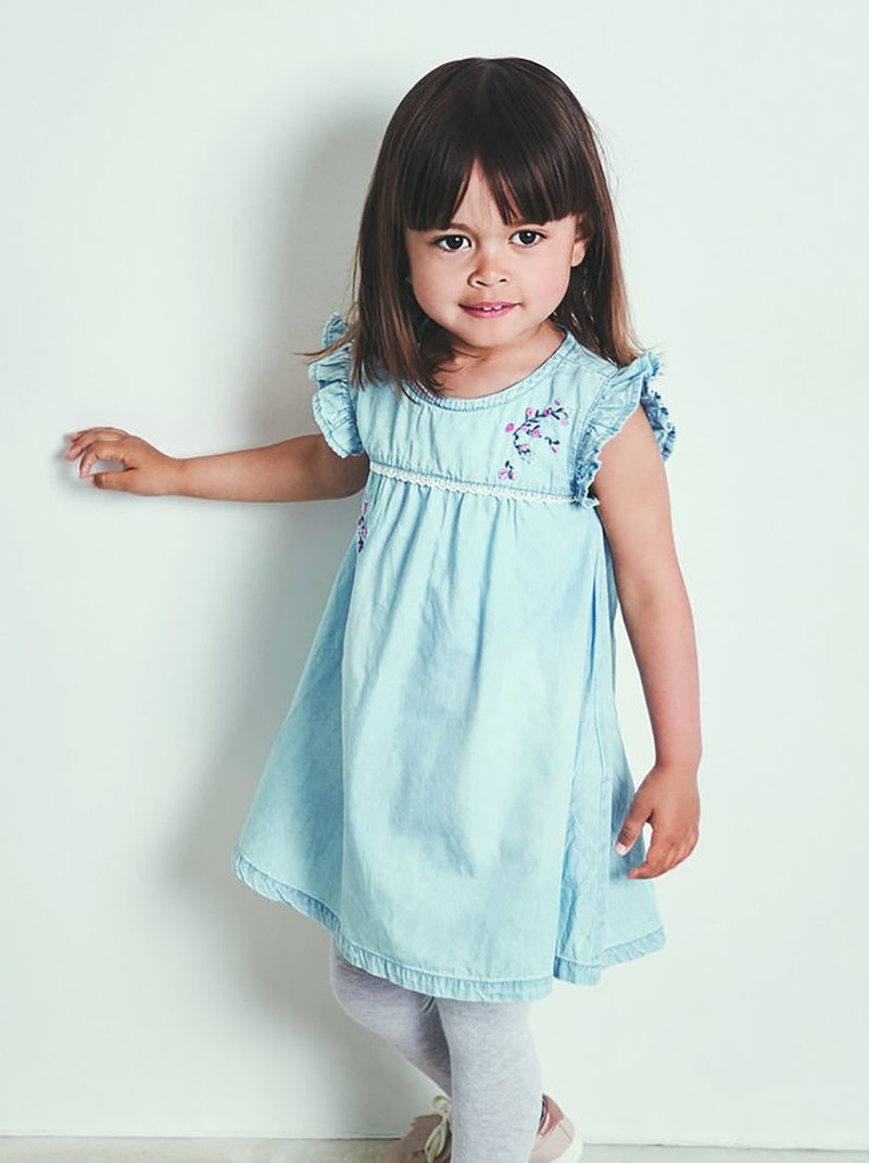 Vestido niña con dordados y puntilla