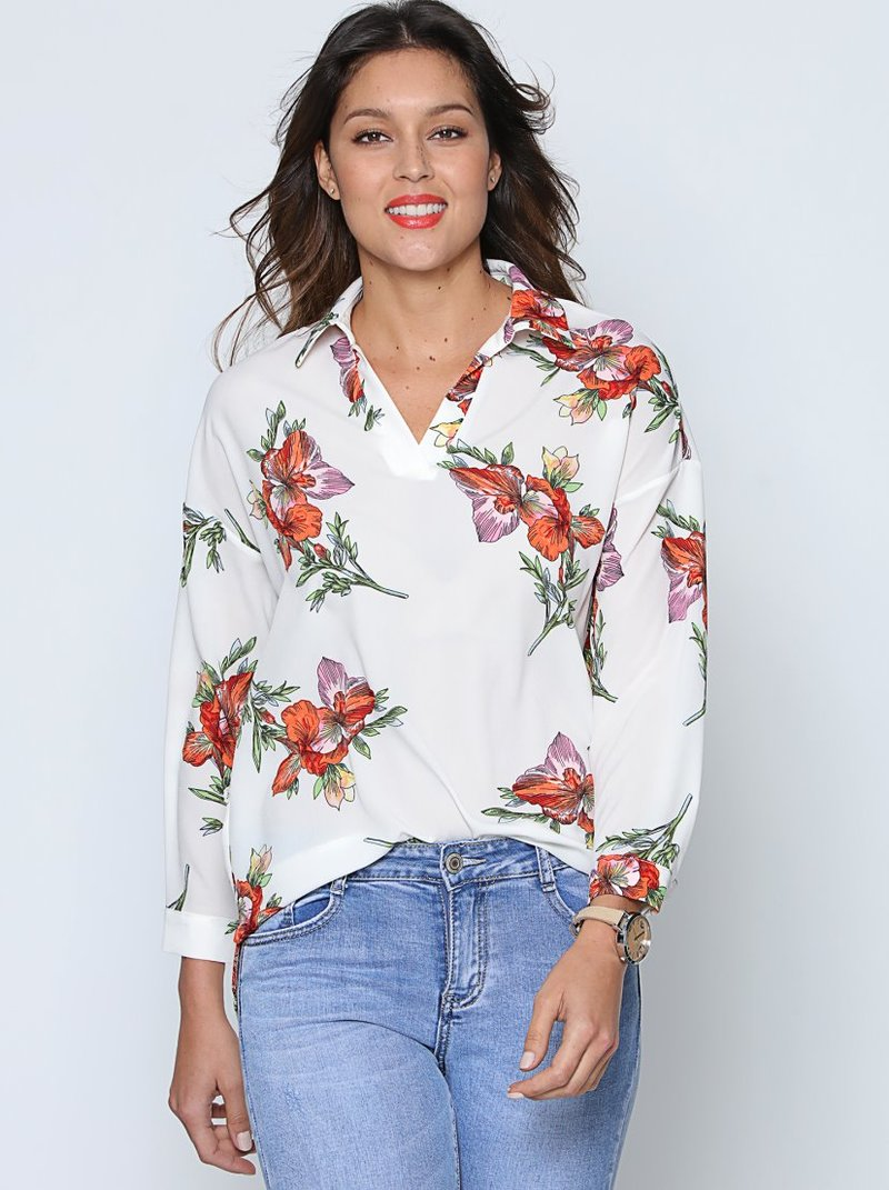 Blusa flores con cuello camisero y manga larga