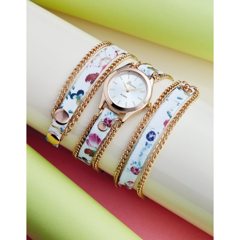 Reloj con correa estampada y cadenas