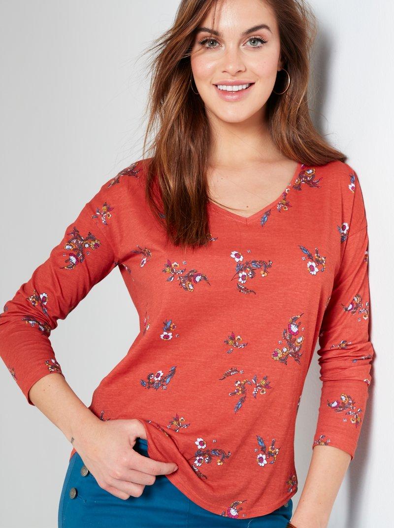 Camiseta estampada con diseño de flores