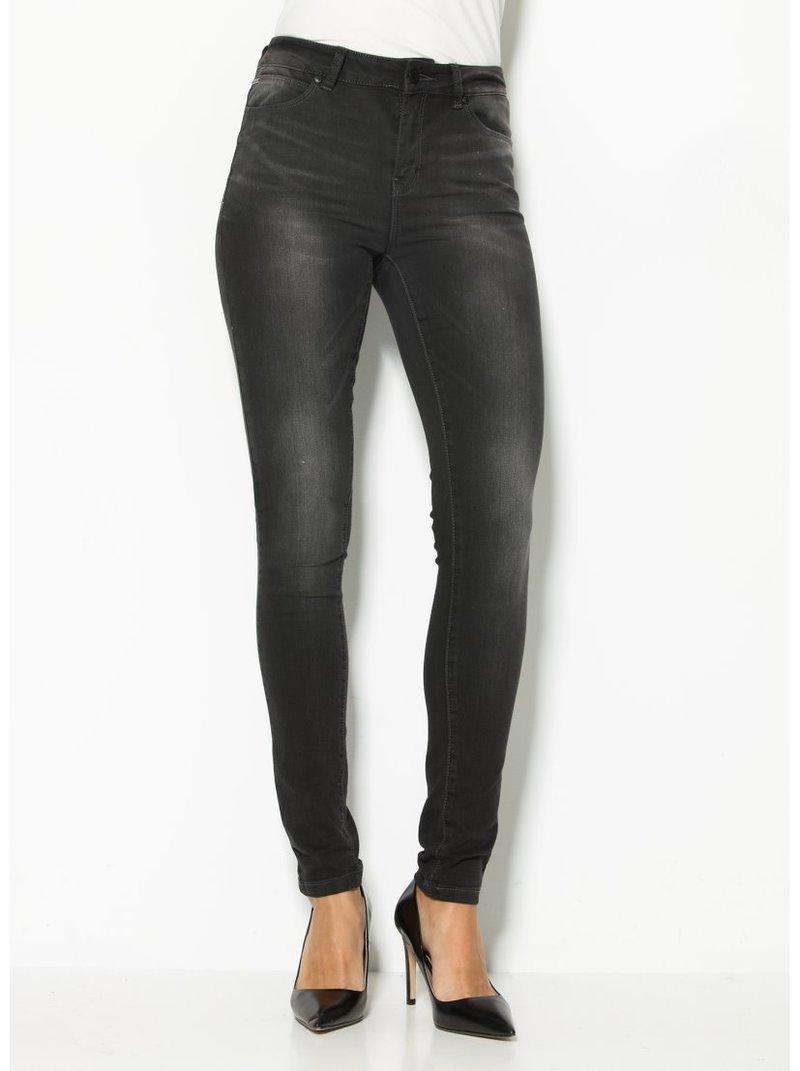 Jeans slim fit US 32 de mujer