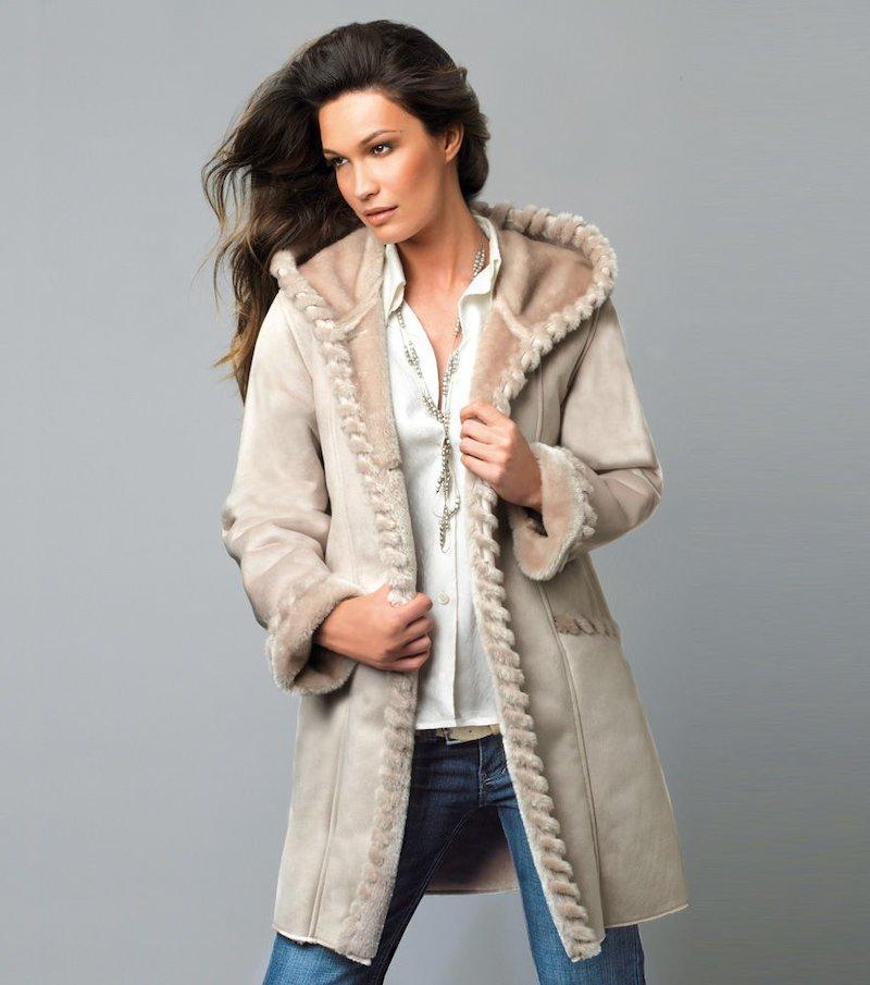 Abrigo mujer con capucha forrado de pelo