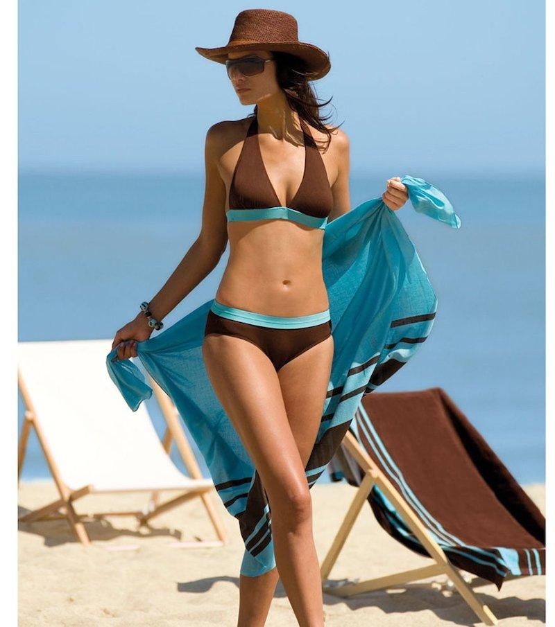 Bikini y pareo a juego con combinación de colores bicolor