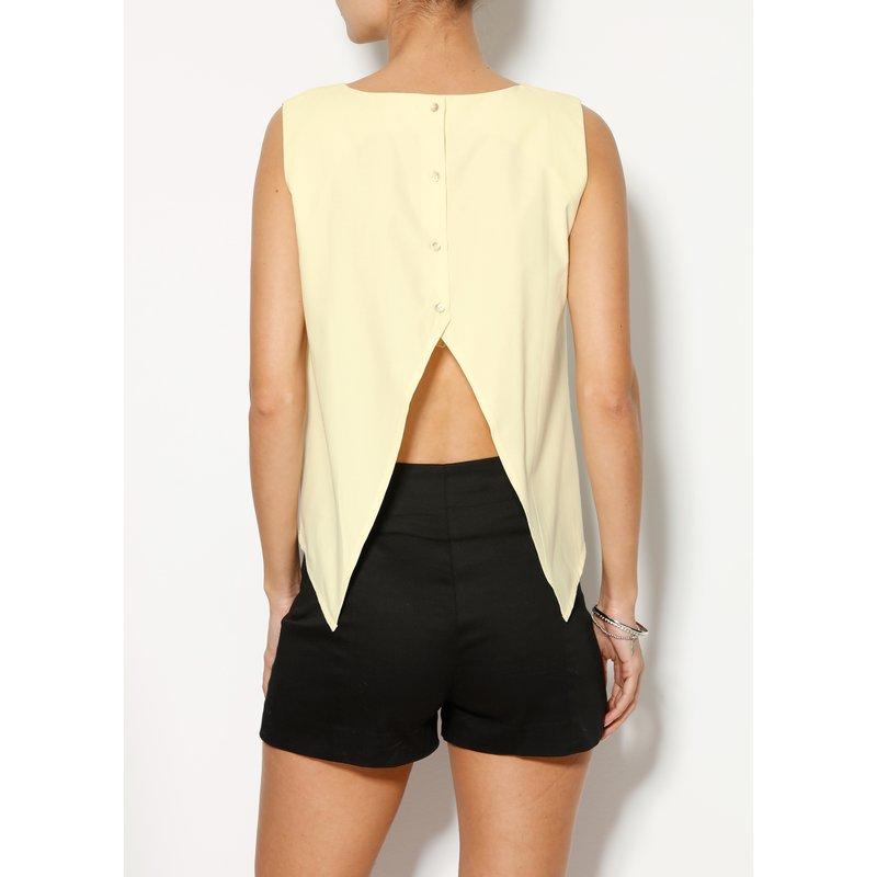 Blusa asimétrica con picos en la espalda