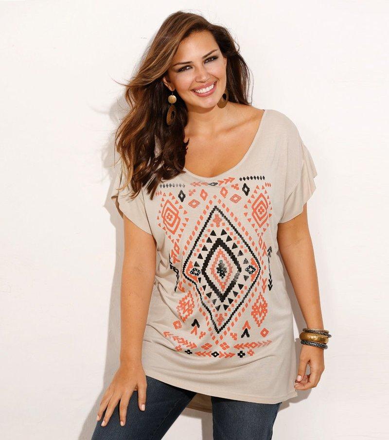Camiseta manga corta étnica con pedrería