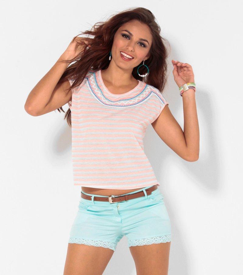 Camiseta mujer manga corta rayas con bordado rosa
