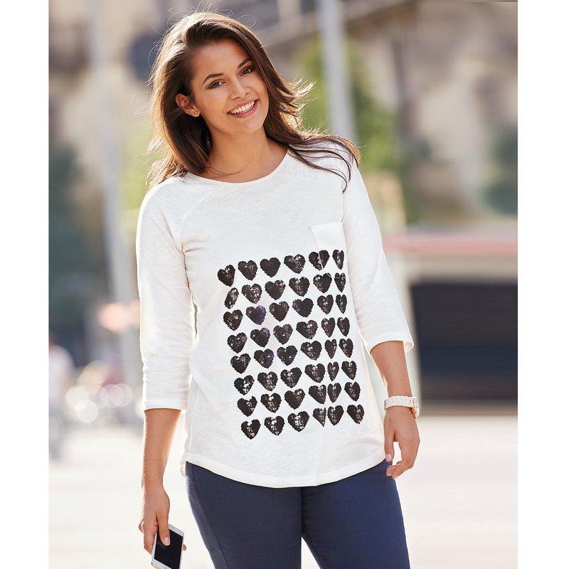 Camiseta mujer estampado corazones y bolsillo