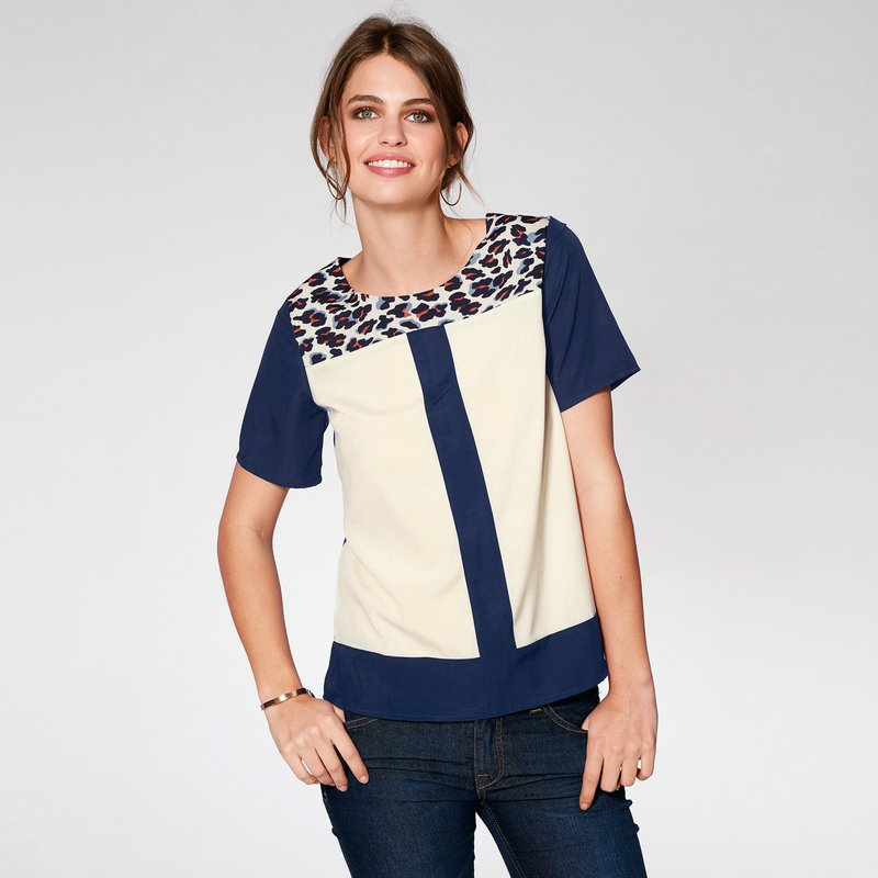 Blusa manga corta con canesú a contraste animal print