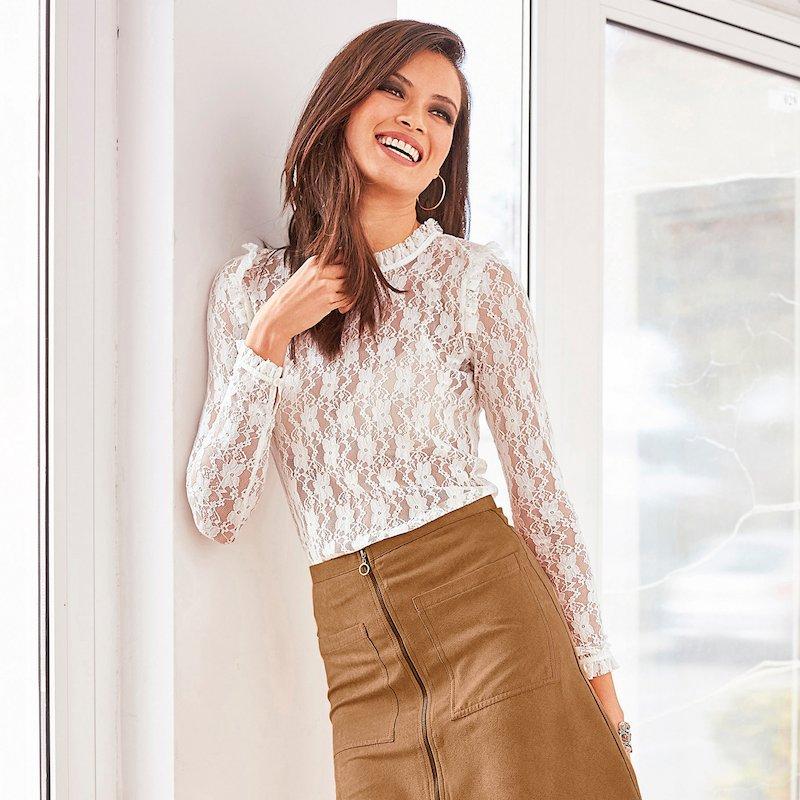 Blusa manga larga de encaje semitransparente