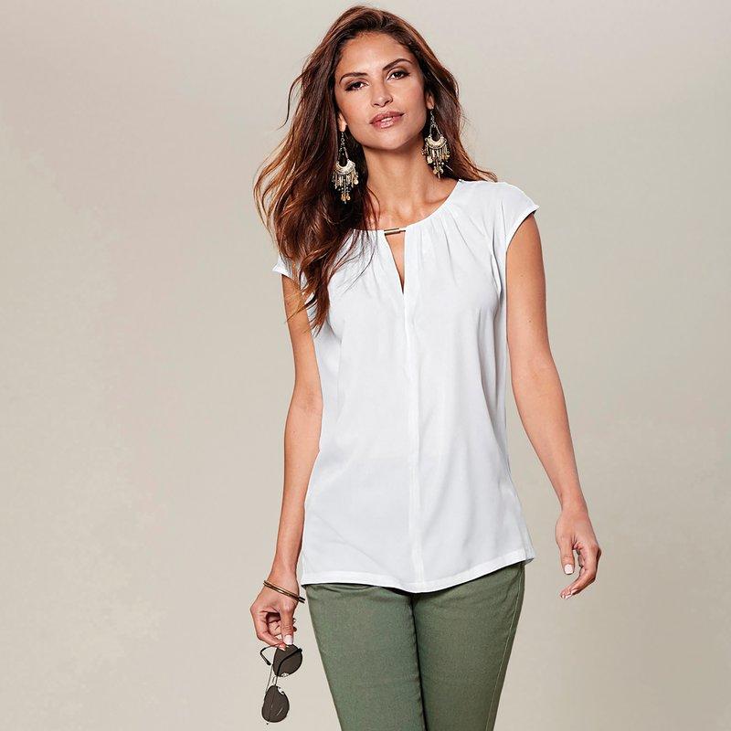 Blusa mujer con minimanga y detalle metálico en escote