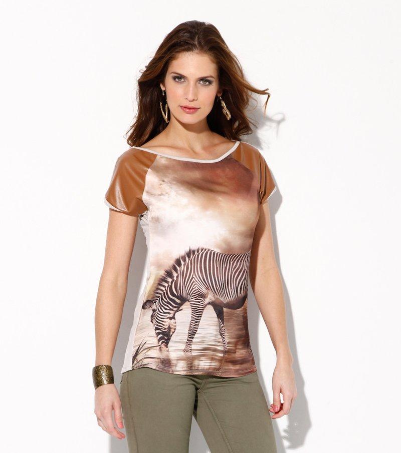 Camiseta mujer manga corta estampada con polipiel