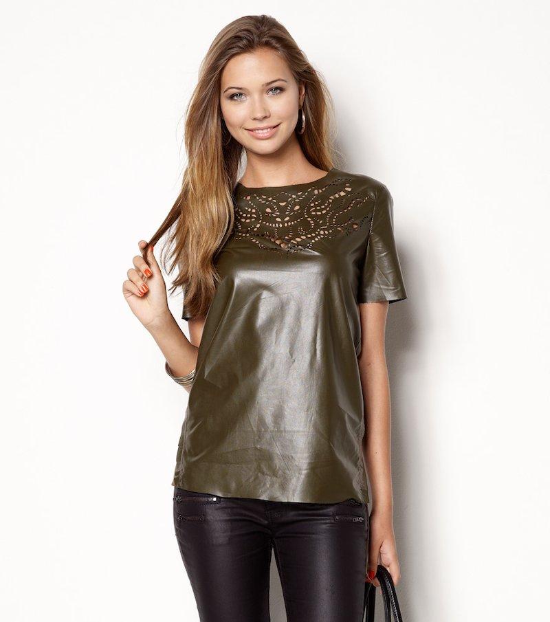 Camiseta mujer símil piel troquelada caqui