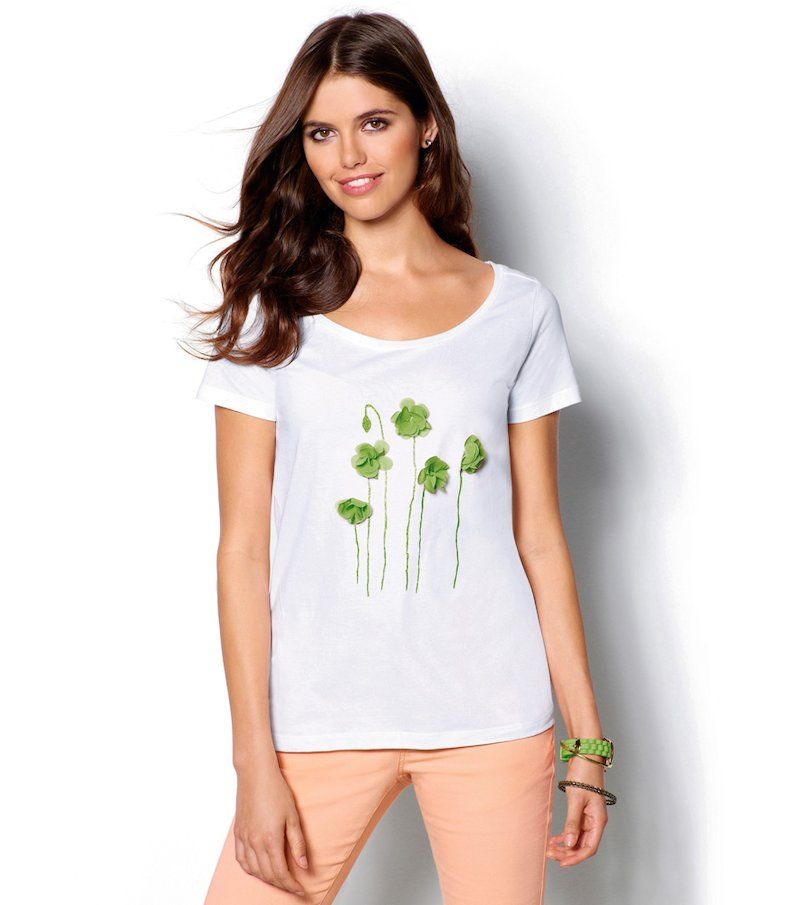 Camiseta mujer manga corta flores aplicadas